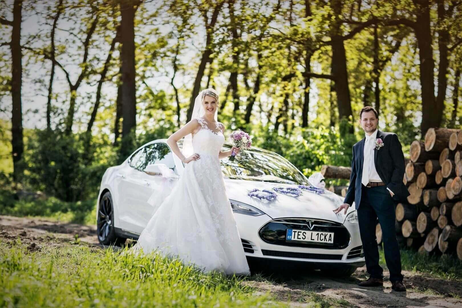 Teslou na svatbu